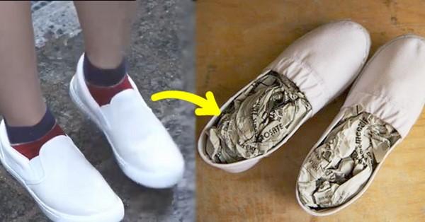 Lót báo vào giày thể thao giúp xử lý giày bị chật