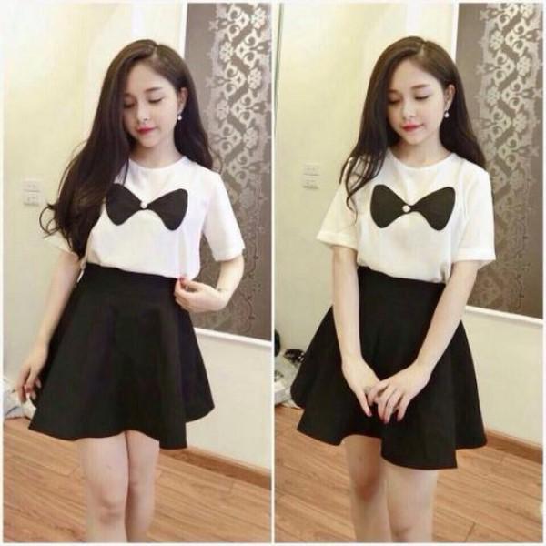 Chân váy đen xòe, áo phông