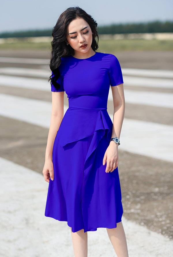 Đi đám cưới nên mặc váy màu xanh dương