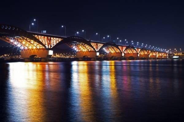 Sông Hàn nổi tiếng với những cây cầu