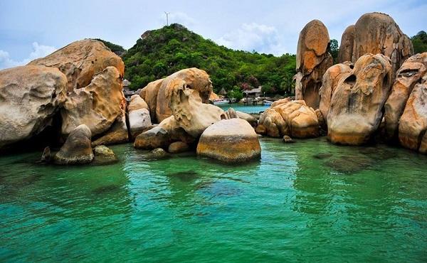Bình Lập sở hữu nhiều bãi biển đẹp