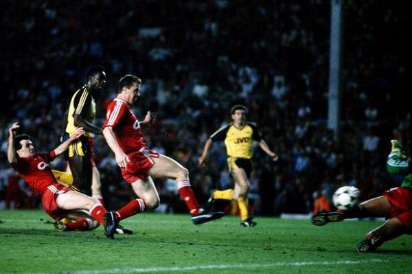 Michael Thomas đã ghi bàn quyết định ấn định tỷ số 2-0 cho Arsenal