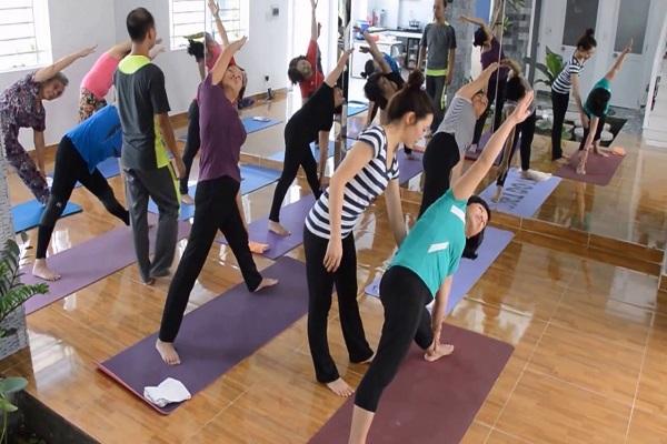 Học viên Câu lạc bộ Yoga 298